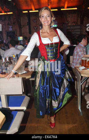 promis auf dem oktoberfest 2014 wiesn bei fisch baeda festzelt zelt featuring sarah valentina. Black Bedroom Furniture Sets. Home Design Ideas
