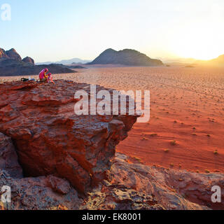 Sonnenuntergang. Vadi Ram - Jordanien. Panorama - Stockfoto