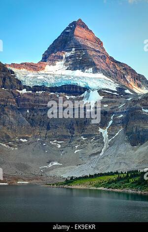 Einen schönen Blick auf die Nordwand des Mount Assiniboine in British Columbia Kanada. - Stockfoto