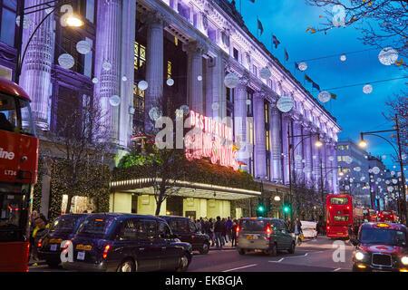 Selfridges an Weihnachten, Oxford Street, London, England, Vereinigtes Königreich, Europa - Stockfoto