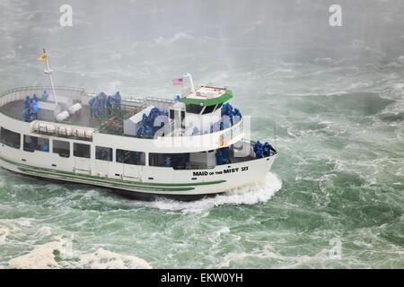 Magd des Bootes Nebel Tour; Niagara Falls Ontario Kanada - Stockfoto