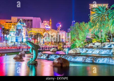 Das Hotel Mirage und der künstlichen Vulkan in Las Vegas. - Stockfoto