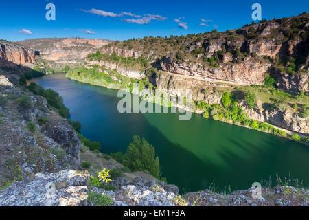 Fluss und Schlucht in der Nähe von San Frutos Eremitage. Hoces del Rio Duraton Naturpark. Segovia, Kastilien und - Stockfoto