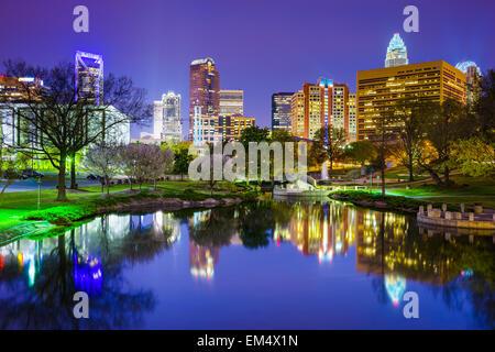 Innenstadt von Skyline von Charlotte, North Carolina, USA bei Marshall Park. - Stockfoto