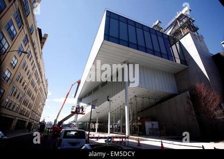New York, USA. 15 Apr, 2015. Bauarbeiter, der letzte Schliff auf dem neuen Whitney Museum der amerikanischen kunst - Stockfoto