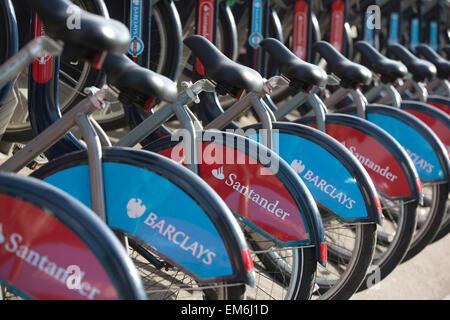 """Londons blau """"Boris Bikes"""" sollen rot angemalt unter einen sieben-Jahres-Sponsoring-Deal mit Santander Wert rund - Stockfoto"""