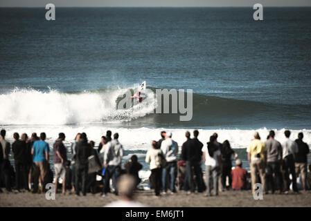 Surfer auf der Welle in San Francisco, Kalifornien - Stockfoto