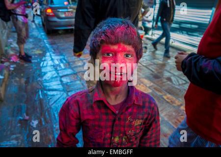 Holi-fest. Porträt eines jungen Nepali in Kathmandu - Stockfoto