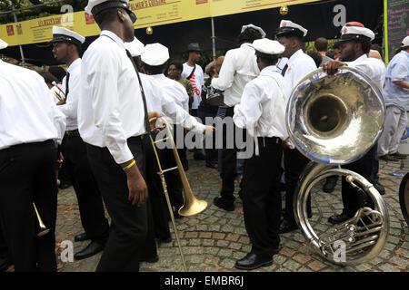 Kinder von örtlichen Schule Musikband in ein musikalisches Ereignis in Congo Square-Louis Armstrong Park, New Orleans, - Stockfoto