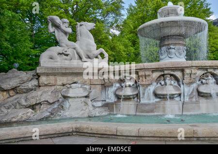 Allegorie auf die Kräfte des Wassers bei der Lenbach-Brunnen in München