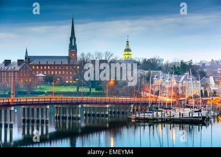 Annapolis, Maryland, Vereinigte Staaten Repräsentantenhaus und St. Marien Kirche betrachtet über die Chesapeake - Stockfoto