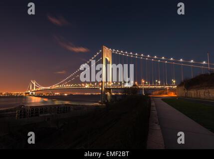 Verezano Brücke über den Hudson-River in der Nacht in New York City. - Stockfoto