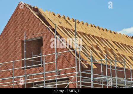 Dach, Traversen und klaren, blauen Himmel - Stockfoto