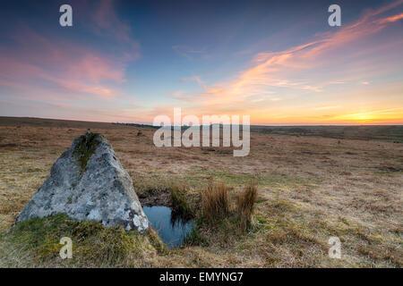 Sonnenuntergang über Menhire auf Bodmin Moor in Cornwall - Stockfoto