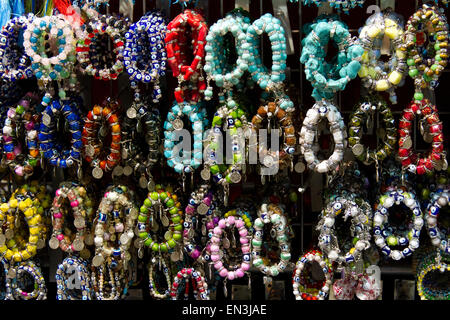Türkei, Grand Baazar, Nahaufnahme von bunten Armbänder - Stockfoto