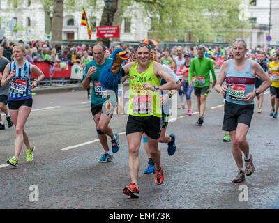 London, UK. 26. April 2015. Tony Audenshaw Schauspieler Bob Hope in ITVS Emmerdale spielt laufen die letzten Kilometer - Stockfoto