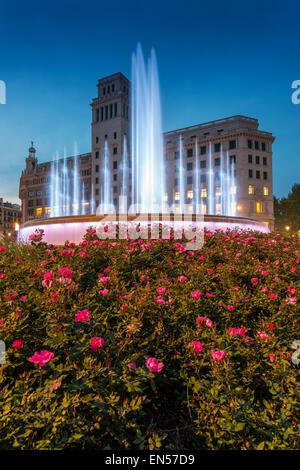 Licht-Show am neuen Brunnen Plaza Catalunya, Barcelona, Katalonien, Spanien - Stockfoto