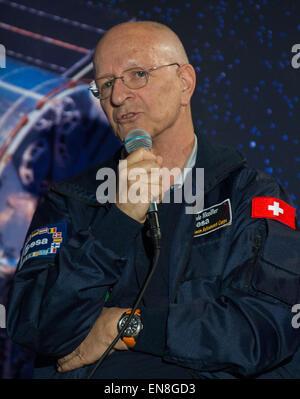 Ehemaliger ESA (European Space Agency) Astronaut Claude Nicollier spricht während einer Veranstaltung feiert der - Stockfoto