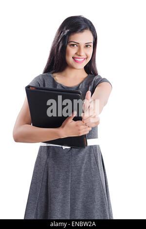 1 indische Business Frau Thumbs Up anzeigen - Stockfoto