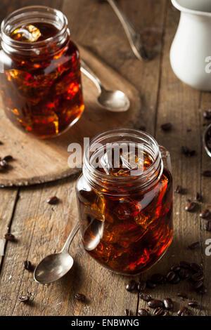 Hausgemachte kühlen Bier Kaffee zu trinken zum Frühstück - Stockfoto