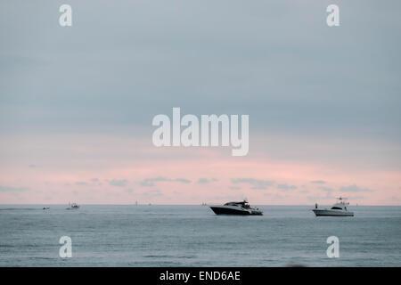 Motorboote vor Anker von Miami Beach, Florida - Stockfoto