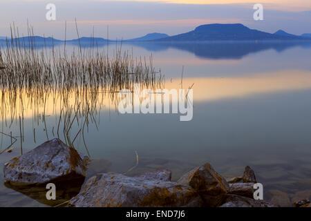 Sonnenuntergang im See Balaton-Ungarn - Stockfoto