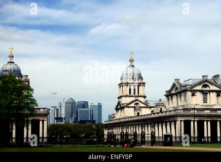 Old Royal Naval College in Greenwich, London Canary Wharf in Ferne - Stockfoto