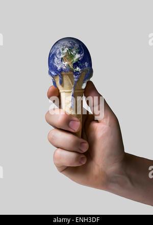 Eis-Erde in der hand Stockfoto