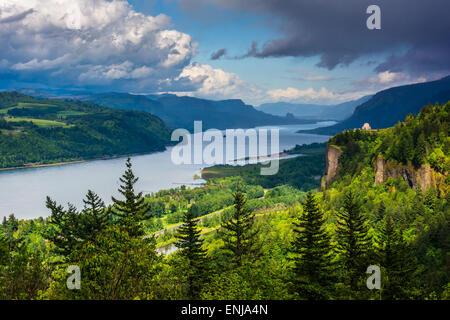 Ansicht von Crown Point und dem Columbia River, Columbia River Gorge, Oregon. - Stockfoto