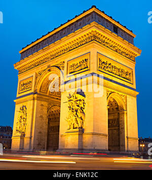 Der Triumphbogen am Place Charles de Gaulle in Paris, Frankreich. - Stockfoto