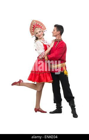 Paar von Tänzern in russischen Trachten, Mädchen in der Rote sarafan und kokoshnik, junge in schwarzer Hose und - Stockfoto
