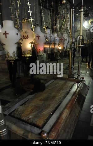 Israel. Jerusalem. Kirche des Heiligen Grabes. Stein des Amointing oder Stein der Salbung. - Stockfoto