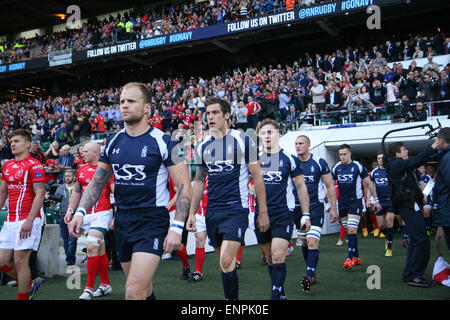 London, UK. 9. Mai 2015. Die Teams geben Sie das Stadion für die Babcock Cup Armee V Navy Rugby-Spiel im Twickenham - Stockfoto
