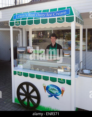 Lewiss Real Dairy Ice Cream Stand bei Hayes Garden World Centre Ambleside Cumbria Lake District - Stockfoto