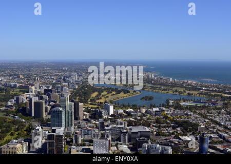 Australien Melbourne, Albert Park Lake, MCG, Yarra River, St Kilda Beach St Kilda Pier, blauer Himmel, Strand, Melbourne - Stockfoto