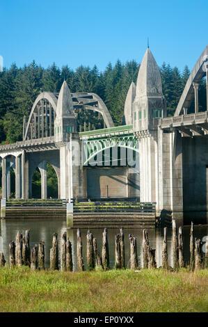 Die Zugbrücke Siuslaw River in Florence, Oregon, USA - Stockfoto