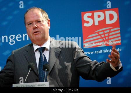 """Peer Steinbrück - Veranstaltung Zum Thema """"Internationale Finanzmaerkte - Transparenz Und Stabilitaet Im 21. Halbmonatsschrift - Stockfoto"""