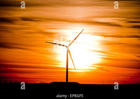 Windkraftanlage bei Sonnenuntergang in SW in Idaho - Stockfoto