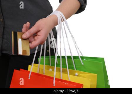 frau beim bezahlen vom einkauf mit kreditkarte im laden. Black Bedroom Furniture Sets. Home Design Ideas