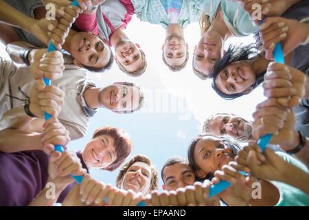 Porträt Team verbundenen Kreis Kunststoff hoop - Stockfoto