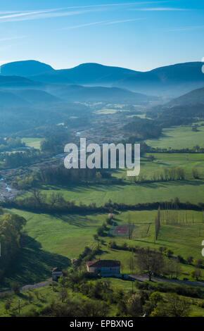 Frühen Morgenlicht über Trigance Tal Südfrankreich - Stockfoto