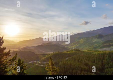 Grüne Hügeln von Canterbury in der Nähe von Hanmer Springs, Südinsel, Neuseeland - Stockfoto