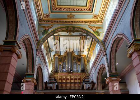 Orgel in der Iglesia de El Sagrario, die alte Kathedrale, Cuenca, Azuay in Ecuador - Stockfoto