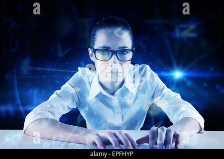 Zusammengesetztes Bild der Geschäftsfrau schreiben auf einer Tastatur - Stockfoto