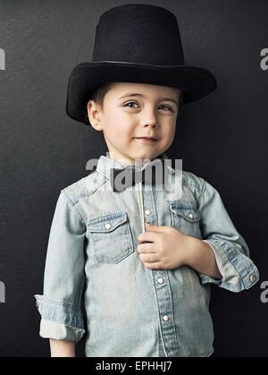 Vintage-Stil Bild eines niedlichen kleinen Jungen - Stockfoto