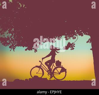Retro-Stil-Beispiel für ein Mädchen oder eine Frau mit dem Fahrrad unter einem Baum bei Sonnenuntergang - Stockfoto