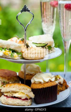 sahne scones mit marmelade stockfoto bild 310611572 alamy. Black Bedroom Furniture Sets. Home Design Ideas
