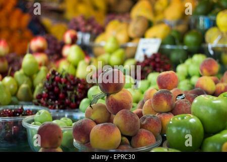Bio-Pfirsiche in einem Markt, Iran - Stockfoto