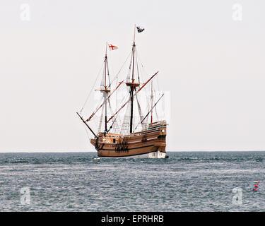 Die Mayflower II fährt ein Replikat der ursprünglichen Pilger Schiff Mayflower Buzzards Bay geht es zurück zum Heimathafen - Stockfoto