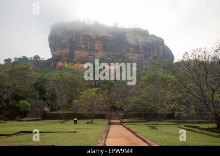 Rock Palace und Wasser Gärten von Sigiriya, Central Province, Sri Lanka, Asien - Stockfoto